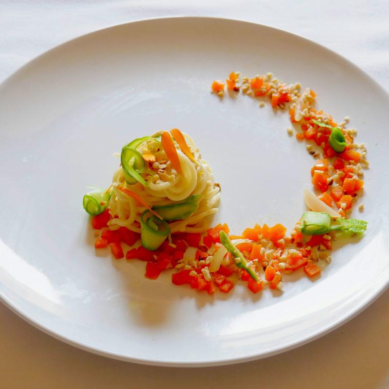 Tagliolini di Primavera con Asparagi, Carote e granella di Nocciole
