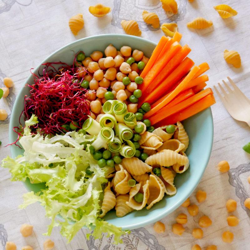 Buddha Bowl con verdure estive e Conchiglioni di farina di Ceci