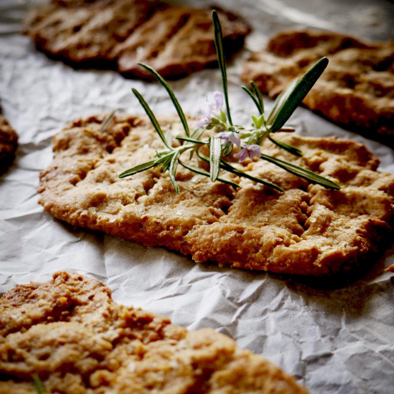 Schiacciatine di farina di Avena e semi di Chia profumate al Rosmarino