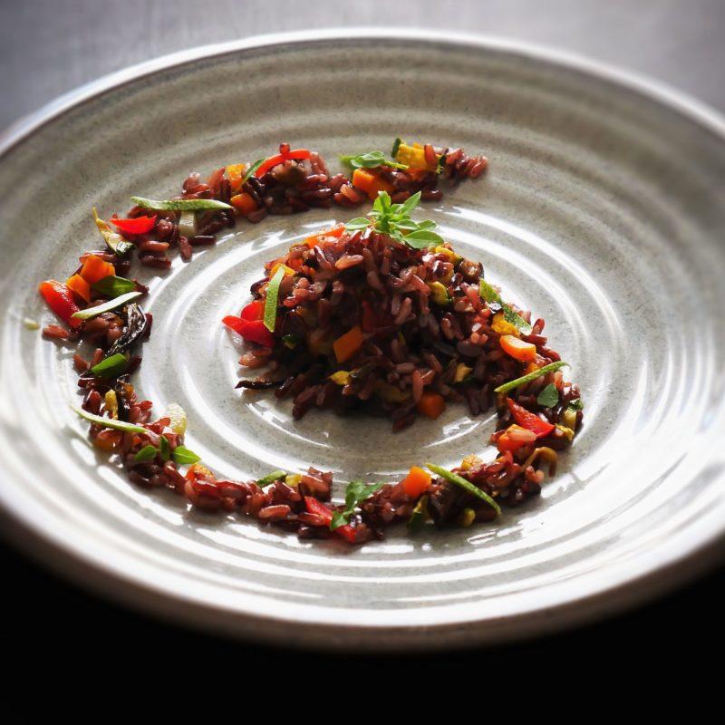 Ricetta veloce: Riso Rosso con mix verdure grigliate al profumo di Coriandolo, Cumino e Basilico