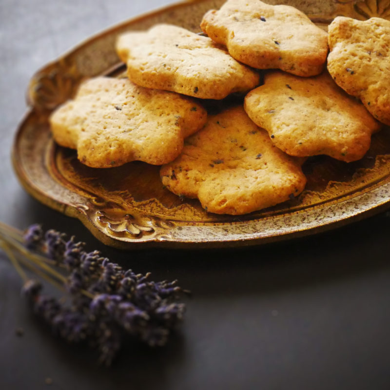 Profumi d'Estate: Biscotti profumati con Fiori di Lavanda