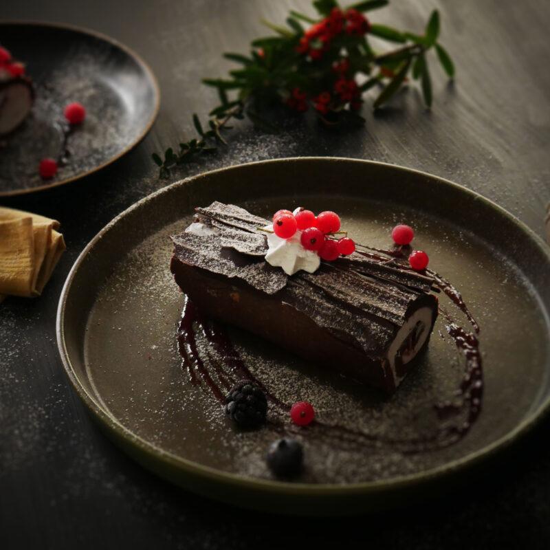 Tronchetto di Cacao farcito con Panna di Riso e Frutti di Bosco