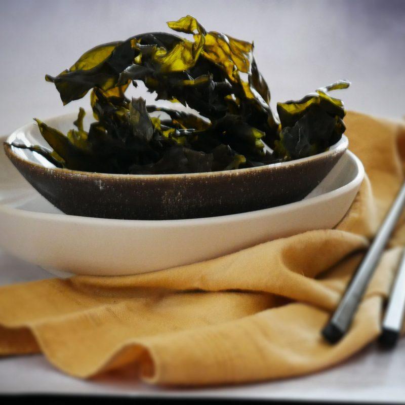 Alga Kombu: buona per togliere effetto gonfiore intestinale dei legumi, attenzione a chi ha problemi di ipertiroidismo